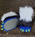 A.M.P feet paws (c) by CapricorgiCreations