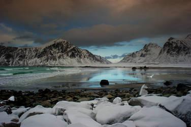 Arctic beach by steinliland