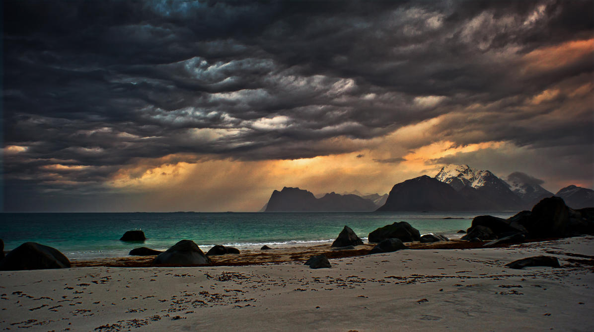 Thunderclouds by steinliland