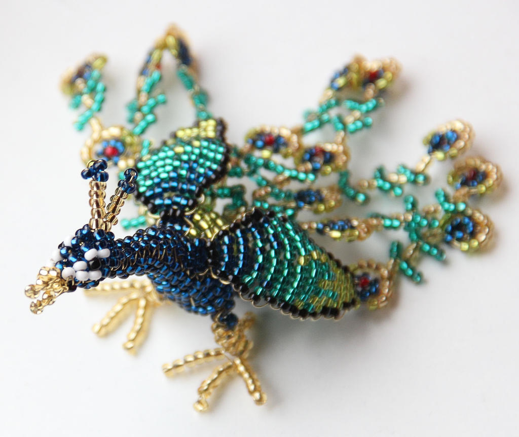 http://fc02.deviantart.net/fs70/i/2013/030/e/f/peacock___beaded_animal__by_calyses-d5t9xtk.jpg