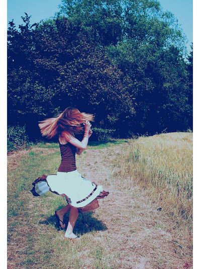 """Obrázek """"http://fc04.deviantart.com/fs25/i/2008/042/1/2/Dance_____by_BeKissable.jpg"""" nelze zobrazit, protože obsahuje chyby."""