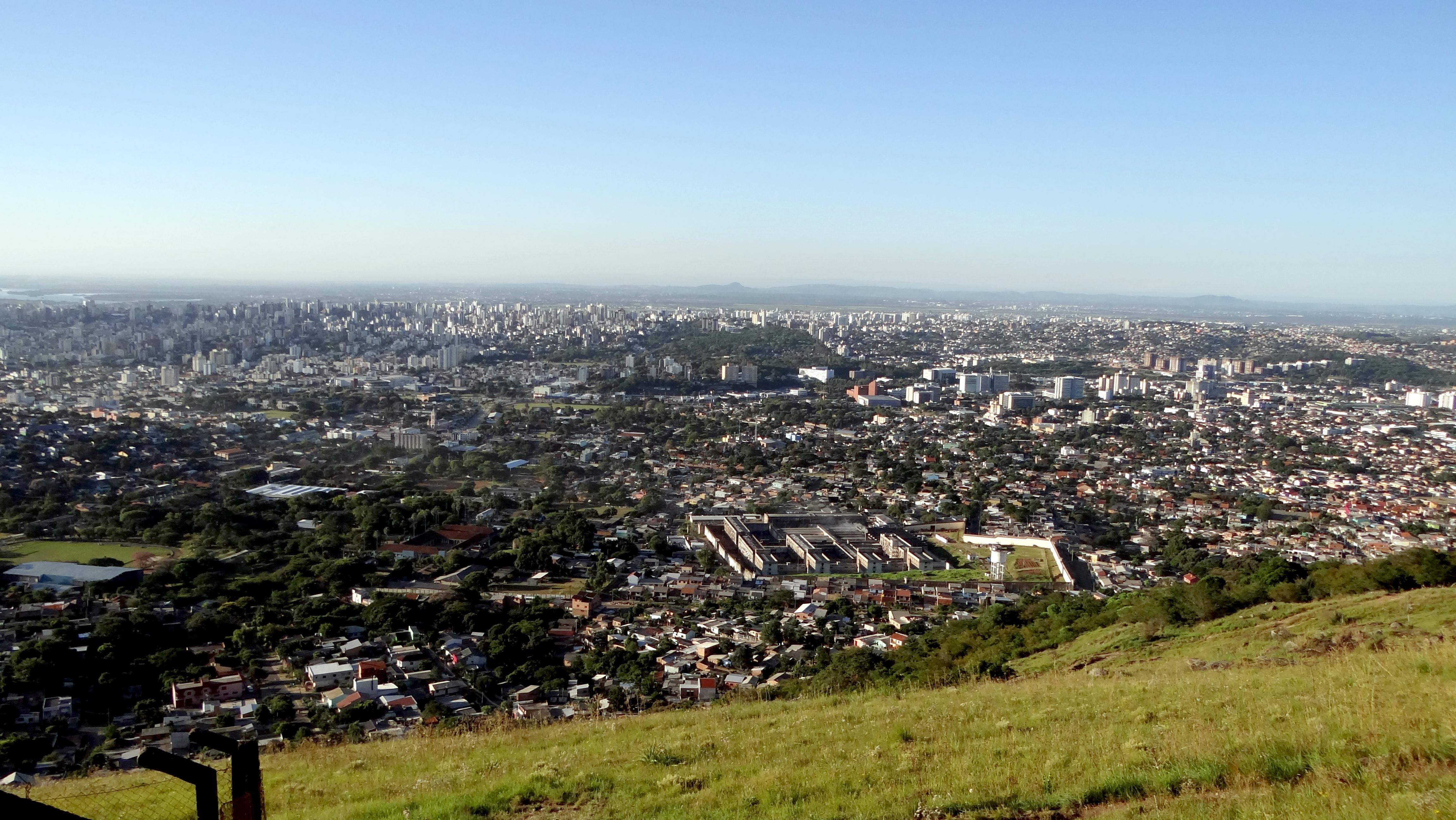 Armario Capsula Feminino ~ Porto Alegre vista do alto do Morro da Policia by ohnidan