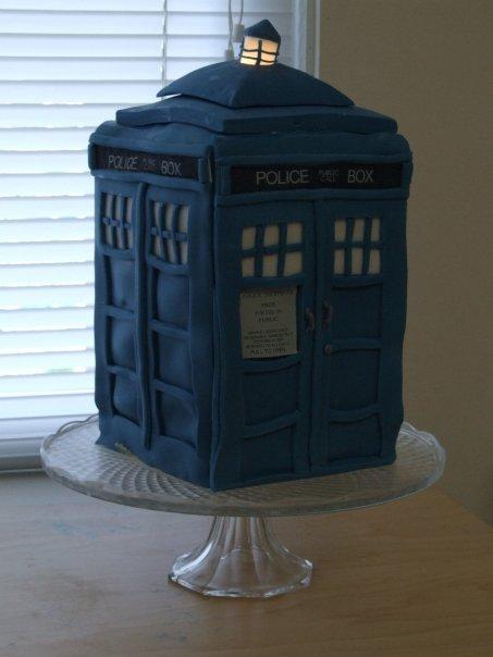 TARDIS Cake by Girl-on-the-Moon