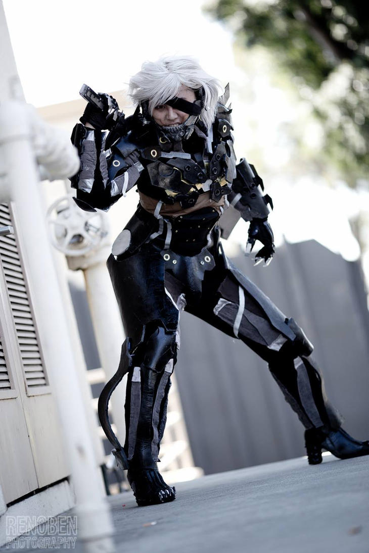 MGR:R Raiden Cosplay - Ready to strike by slifertheskydragon
