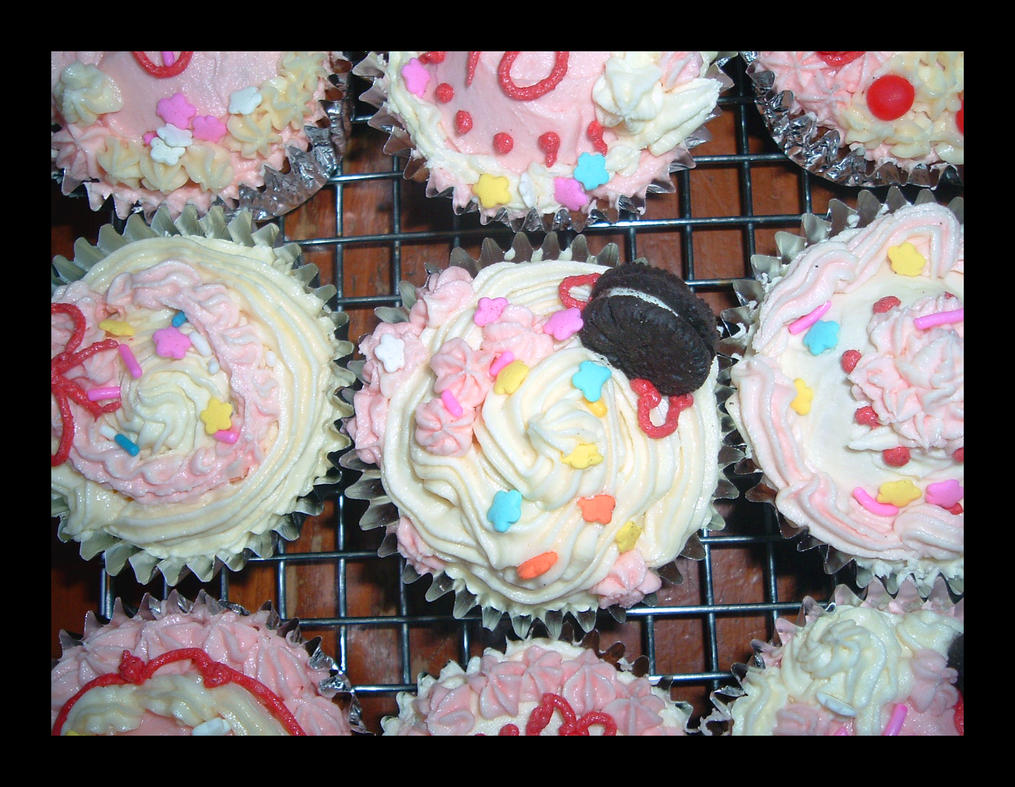 Sweet Deco Cupcakes by Missi-Moonshine on deviantART