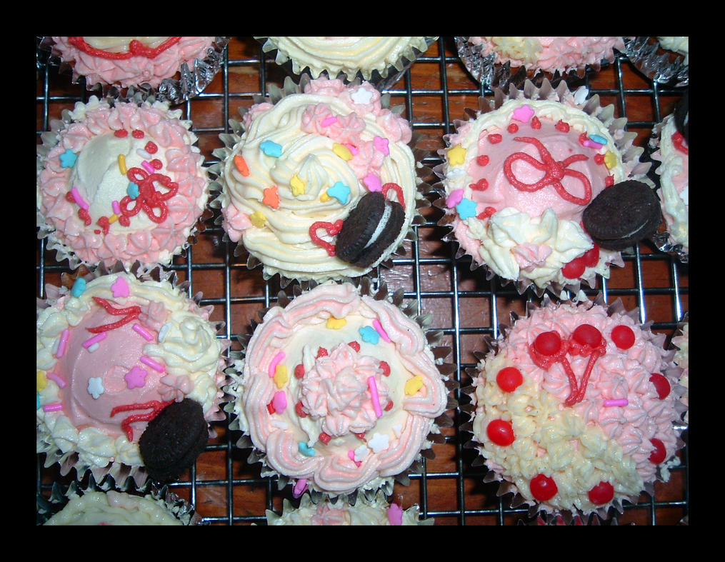 Sweet Deco Cupcakes 2 by Missi-Moonshine on DeviantArt