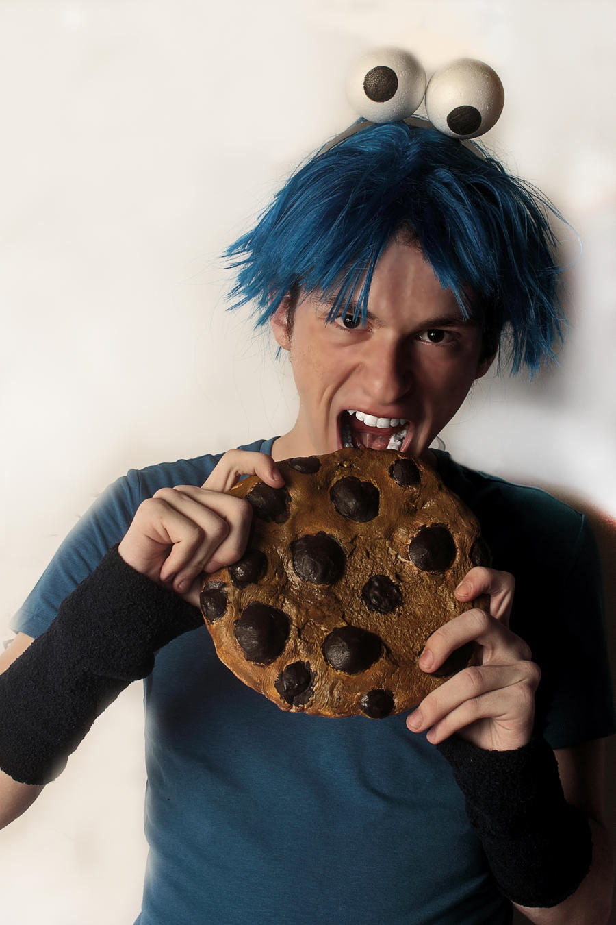 Cookie Monster Human Edition Cosplay - Sesame Stre by kyuubi-1993