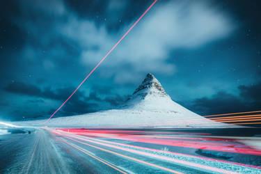 Traffic at Kirkjufell by HendrikMandla
