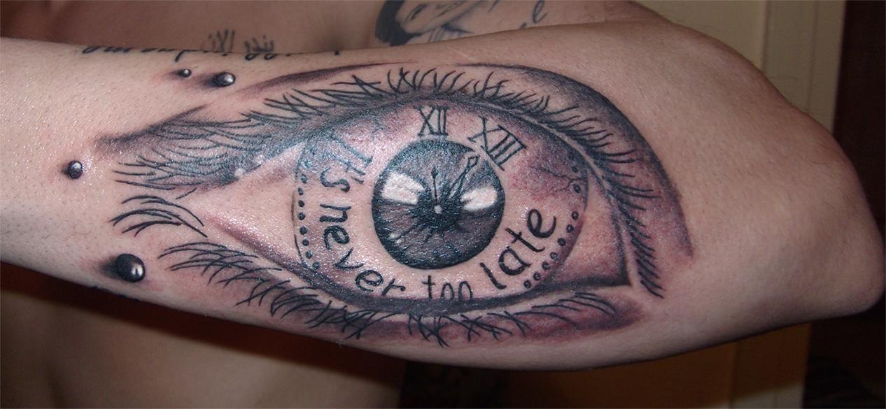 Eye clock by RawGraff