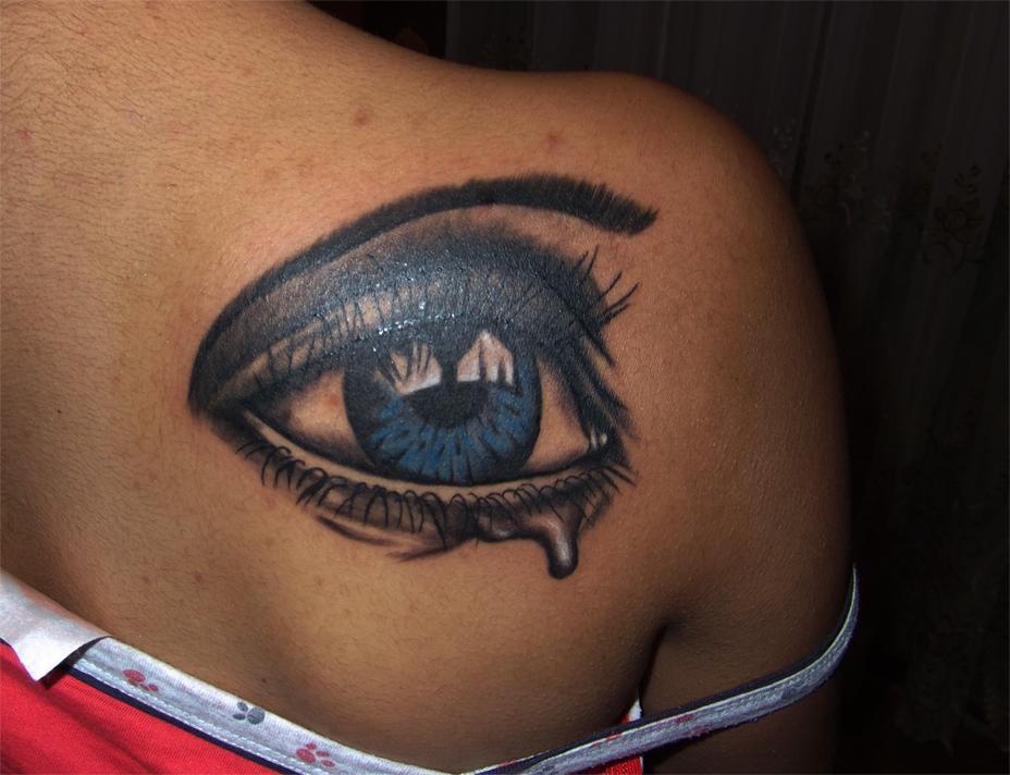 Blue eye by RawGraff