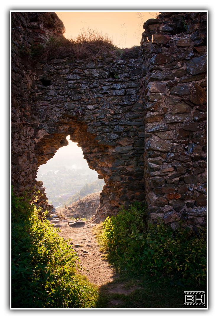Walking throug ruins 3 by Horzescu