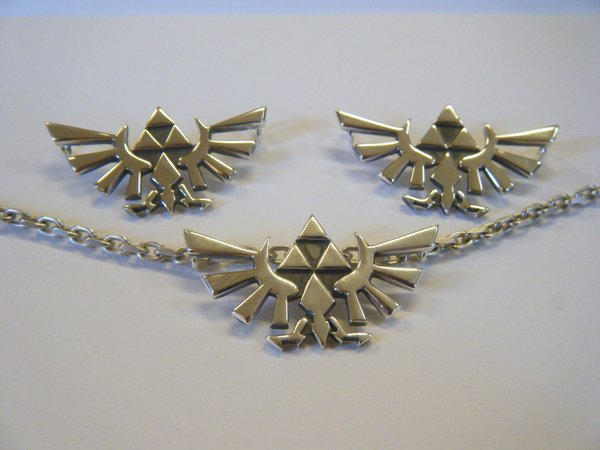 Hyrule crest pendant in silver