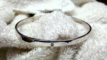 Silver armring with diamond