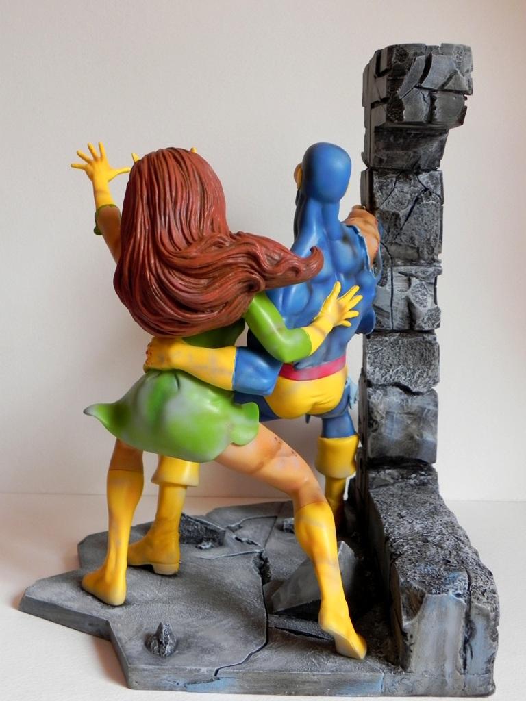 Cyclops and Strange Girl Battle damaged custom by georgesmassilia