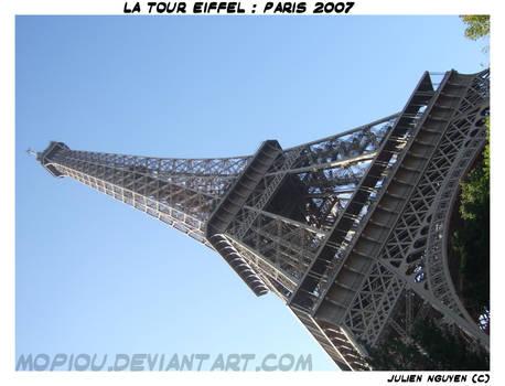 La Tour Eiffel . Paris . 2007
