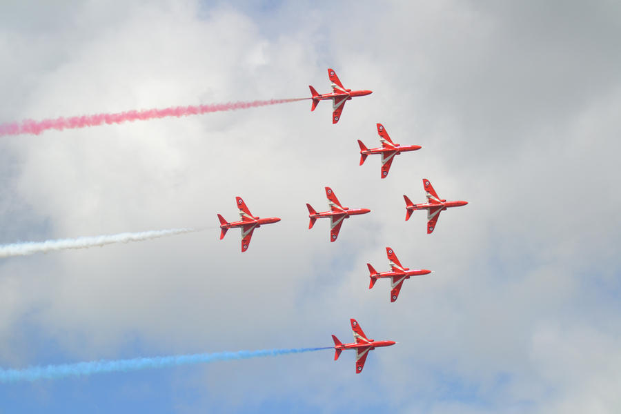Red Arrows by LilMickey27