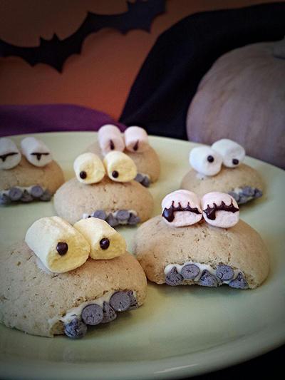 Halloween monster cookies by MeYaIeM