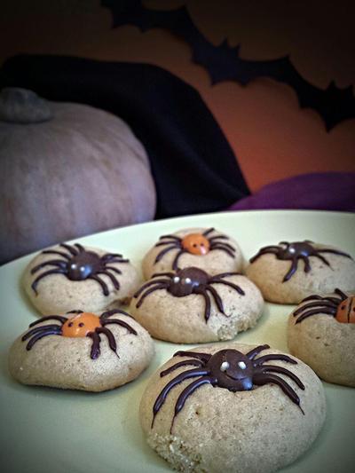Halloween spider cookies by MeYaIeM