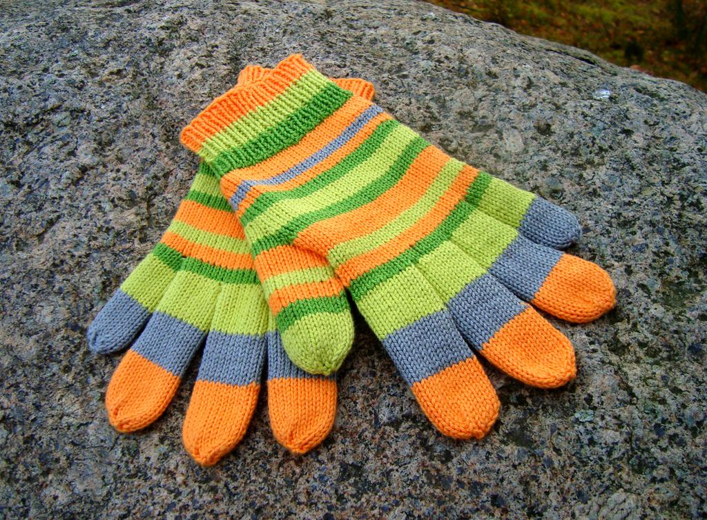Coraline inspired gloves by HolsteinFreestyler