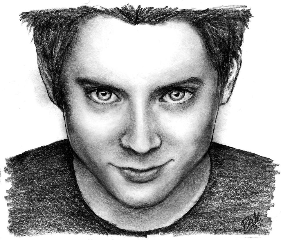 Elijah Wood - Pencil Drawing by xbooshbabyx
