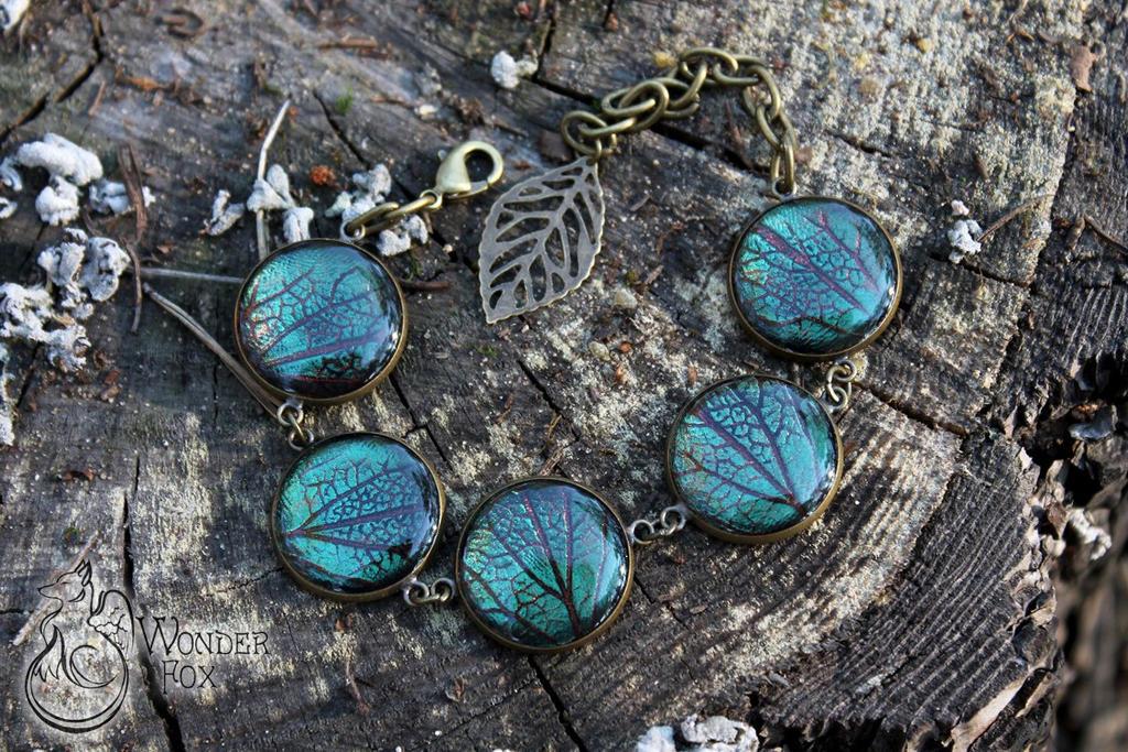 Green leaves bracelet by Wonder-fox