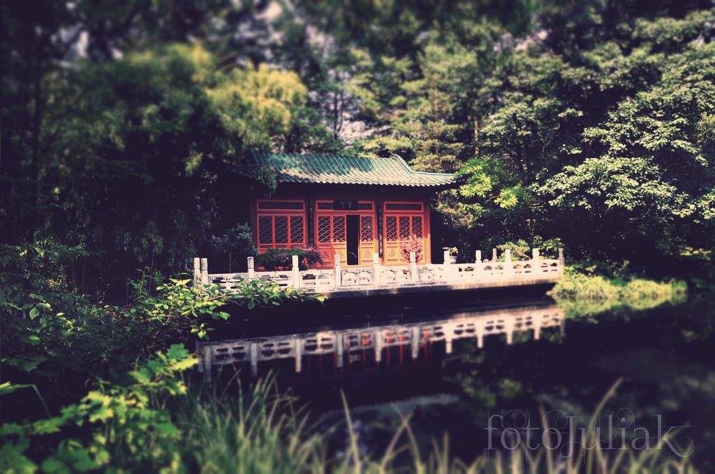Pagoda by fotoJULIAK