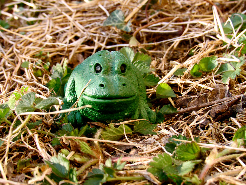 Green Frog Sculpture by alcurreri