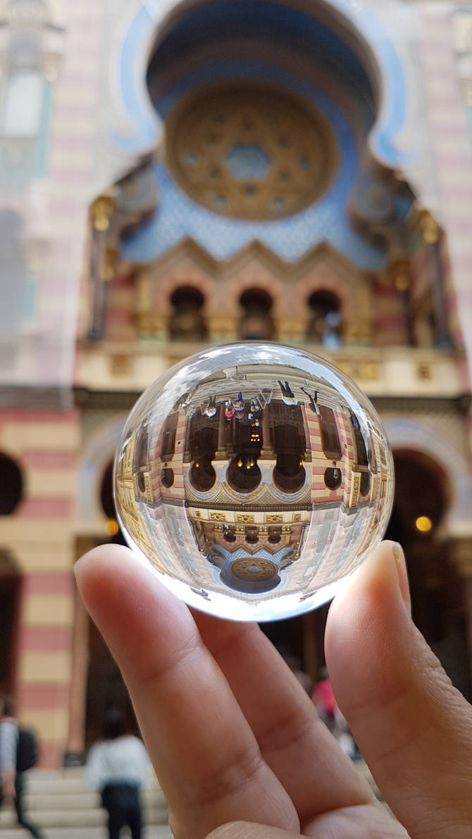 Jubilee Synagogue Through a Crystal Ball