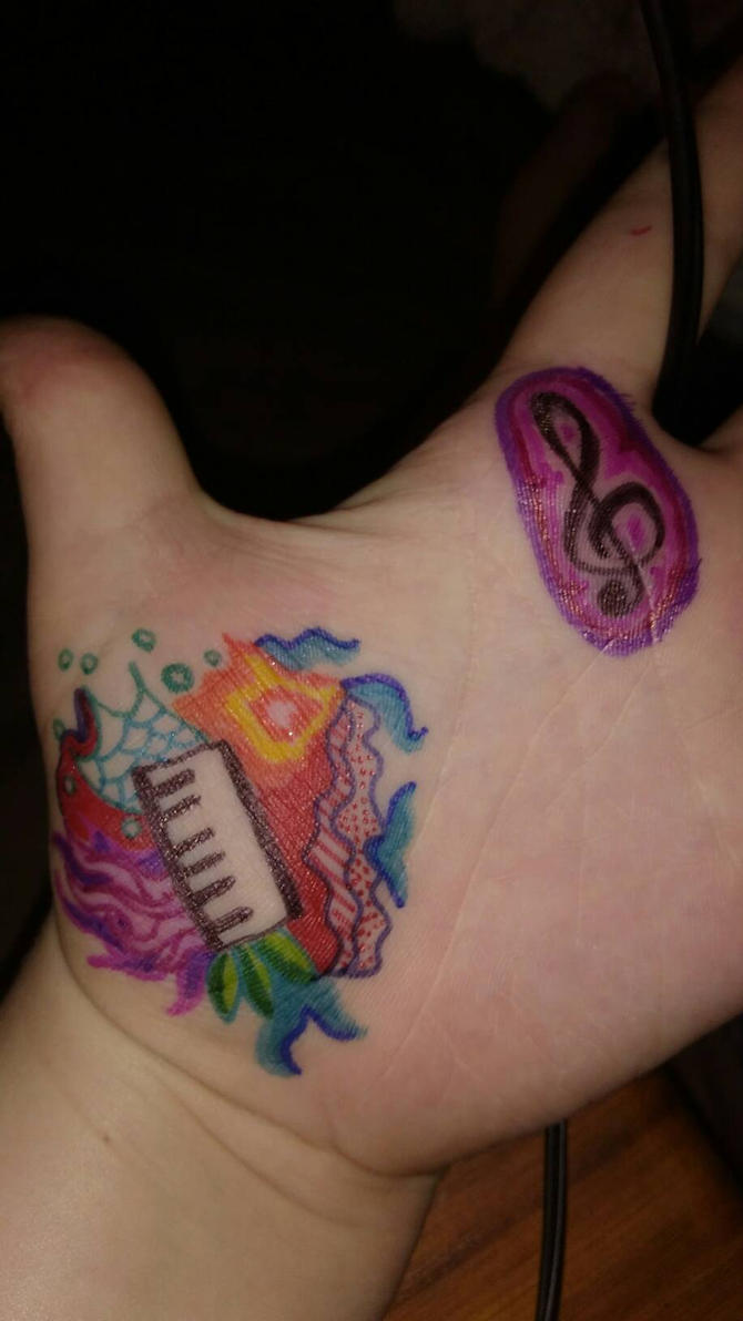 Sharpie doodle on my hand by BlahBlahToucan