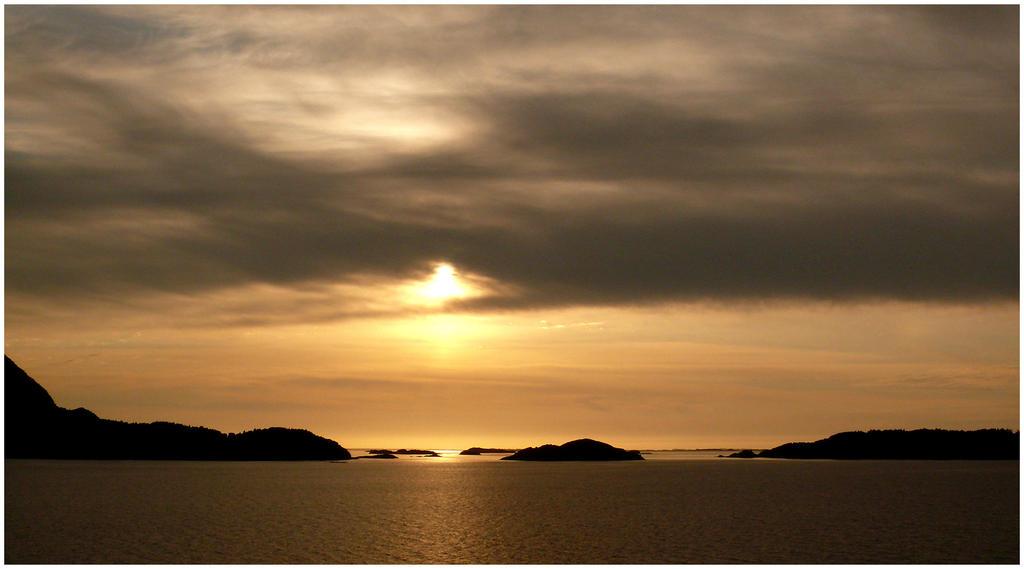 Hazy sun by romainjl