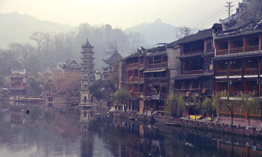 Mist and pagoda by romainjl
