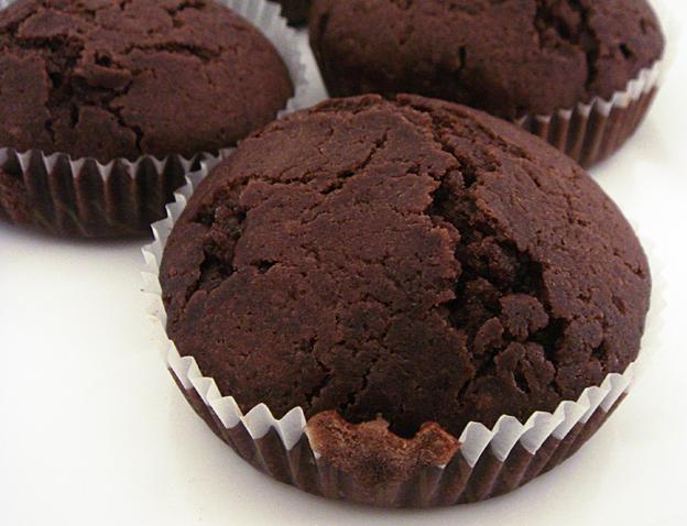 Dark Chocolate Muffins by kivrin82
