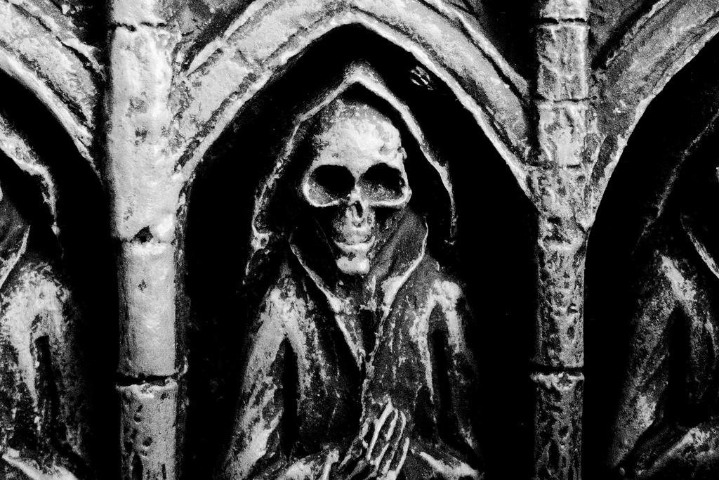 Skull by HellishDecor