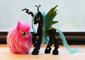 Queen Chrysalis and Fluffle Puff by StephanieEzzo