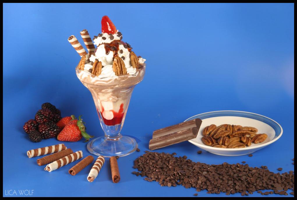 http://fc02.deviantart.net/fs9/i/2006/056/f/9/Ice_cream_by_LicaWolf.jpg