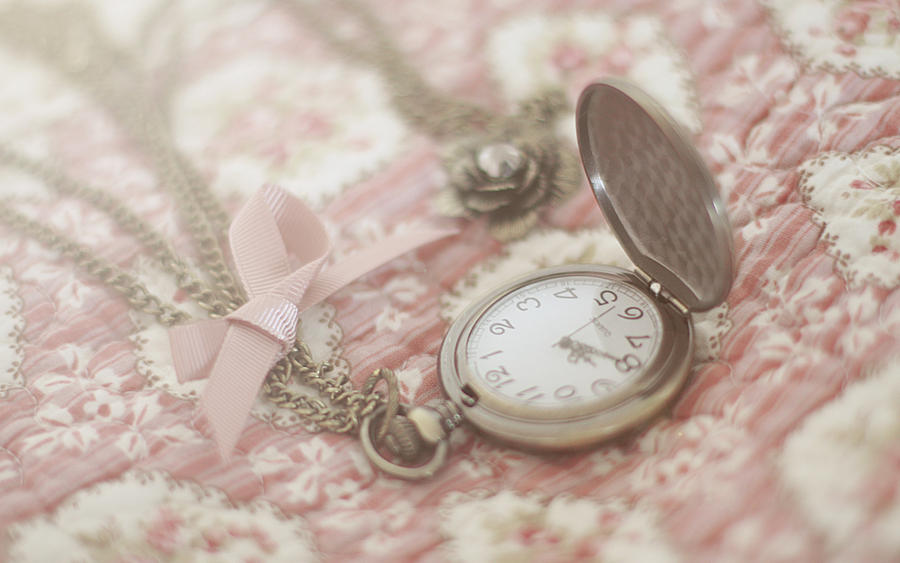 Like time, there's always time by gloeckchen