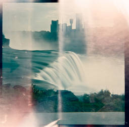 Niagra Falls Light Leaks 120 Diana F+ by newjuventud