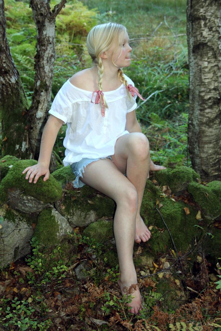 http://pre07.deviantart.net/b806/th/pre/i/2013/269/c/9/ribbongirl2_by_kbj_77-d6nxct2.jpg