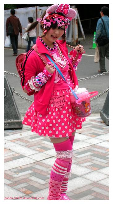 http://fc07.deviantart.com/fs13/f/2007/013/2/a/minnie_in_decora_by_panda_smiles.jpg