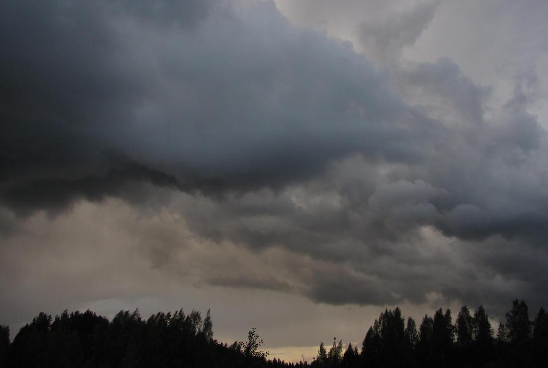 ..:Ominous Sky:.. by Daghrgenzeen