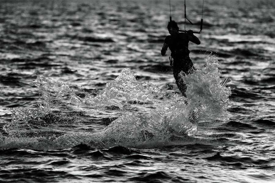 Splash in the sea by JDalmeida