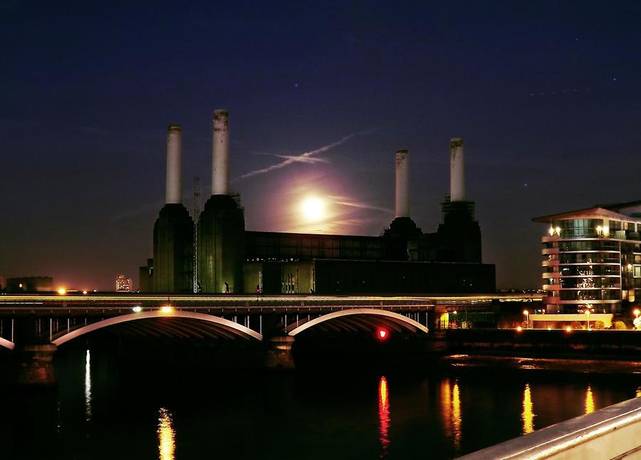 Battersea Power Station by ezy94