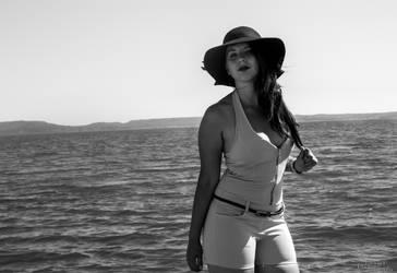 A Little Walk at the seaside by Eloniel