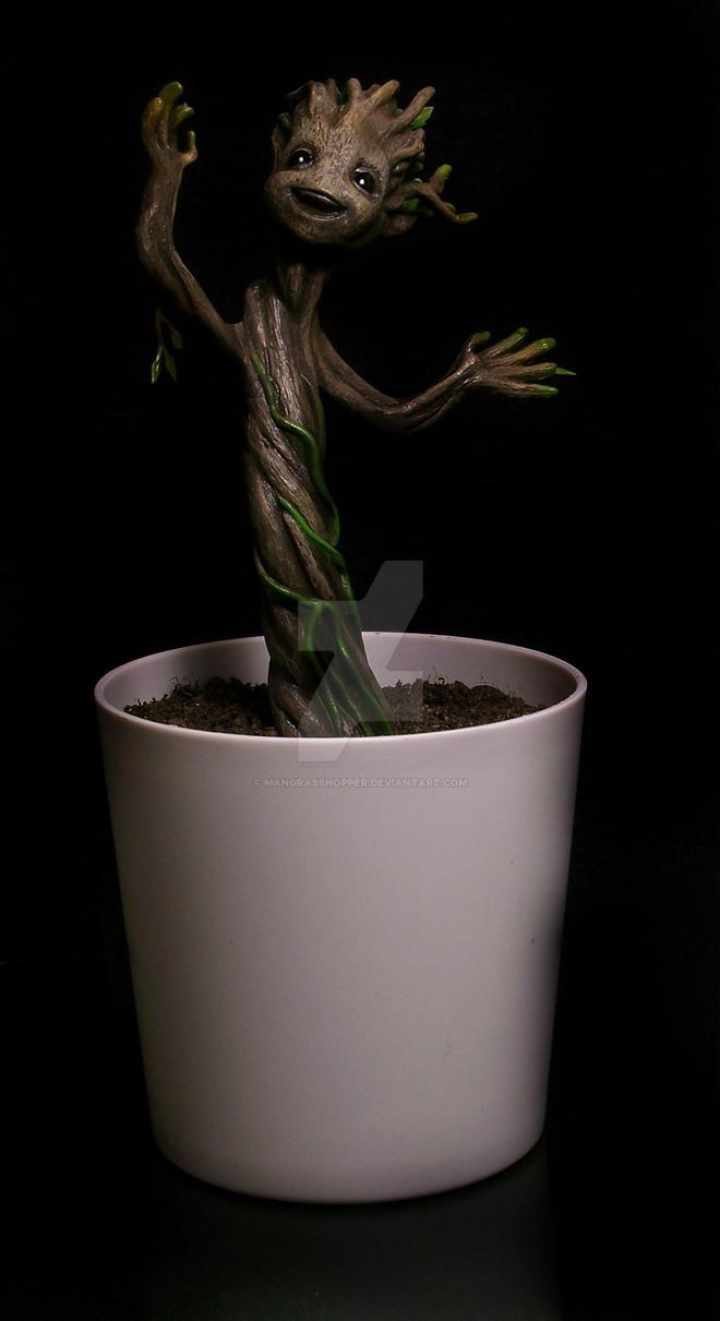 baby Groot by mangrasshopper