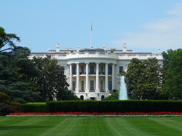 The White House II by xLivingDeadGirl