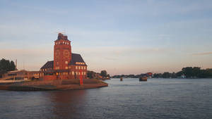 Lotsenhaus Semannshoeft in Hamburg at sundown