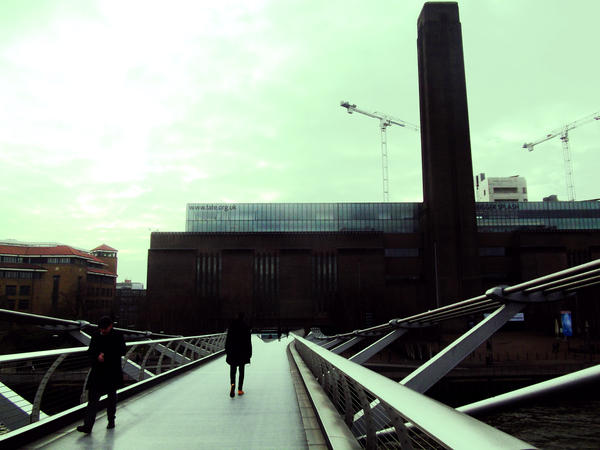 Millenium Bridge by Helija