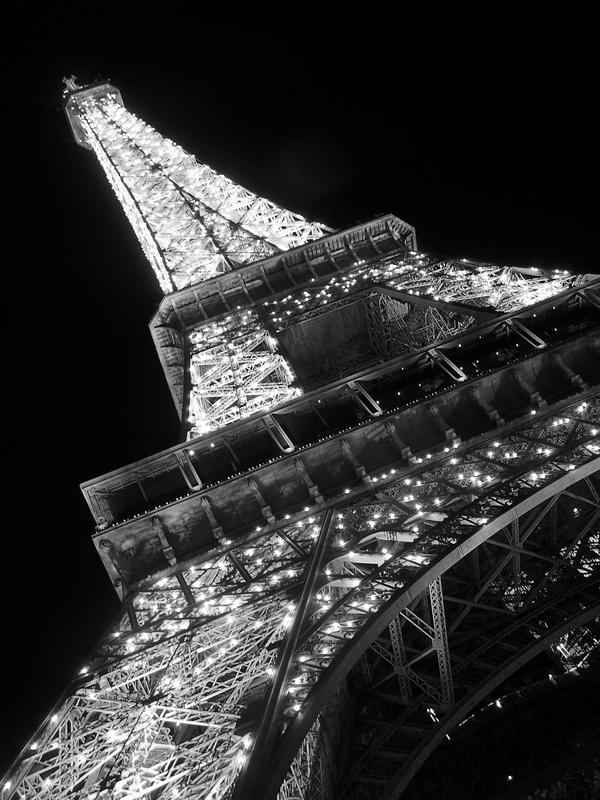 Le tour eiffel noir et blanc by megpie08 on deviantart for Art minimaliste noir et blanc