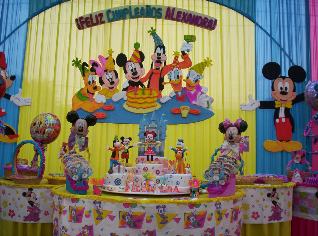 Decoracion de la fiesta de mickey mouse by artematico on for Decoracion para minidepartamentos