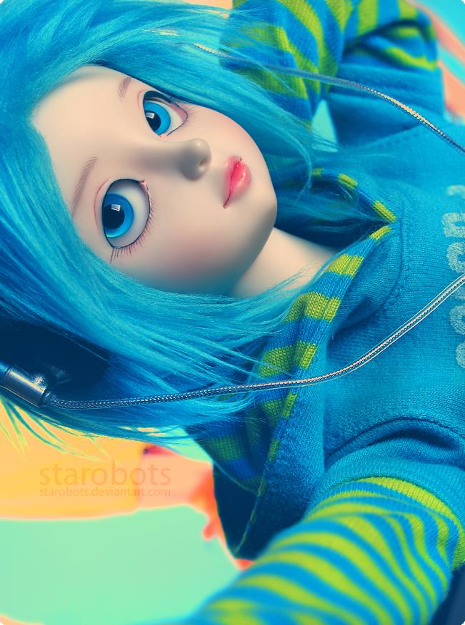 Strange Girl by starobots